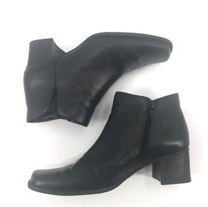 EUC Bass Nadine Black Leather Heeled Booties 8M